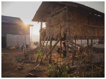 Escena campesina en la salida del sol, Kalaw, Myanmar imagen de archivo