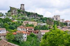 Escena con el castillo de Kruja cerca de Tirana, Albania Foto de archivo libre de regalías