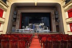 Escena con las decoraciones desempaquetadas en el teatro de Vakhtangov Imagen de archivo libre de regalías