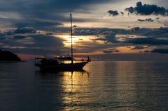 Escena crepuscular de barcos Imagenes de archivo