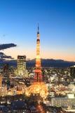 Escena crepuscular de la torre de Tokio en Tokio Foto de archivo libre de regalías