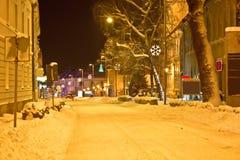 Escena de la calle de invierno en Krizevci Imagen de archivo