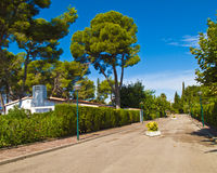 Escena de la calle de la aldea de las vacaciones Imagen de archivo