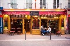 Escena de la calle de París de la margen izquierda Imágenes de archivo libres de regalías