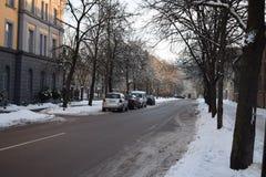 Escena de la calle del invierno en Riga Imagen de archivo