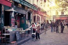 Escena de la calle del montmartre de París Fotografía de archivo libre de regalías