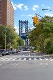 Escena de la calle del puente de Manhattan Foto de archivo libre de regalías