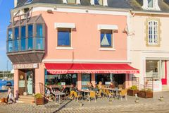 Escena de la calle en Concarneau Imagenes de archivo