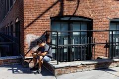 Escena de la calle en Dumbo, Brooklyn Imágenes de archivo libres de regalías