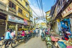 Escena de la calle en el Bazar de Chawri en Delhi vieja Fotografía de archivo
