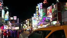 Escena de la calle en el mercado de la noche de Kending HD almacen de metraje de vídeo