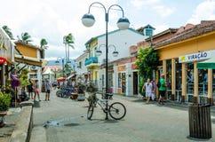 Escena de la calle en Ilhabela, el Brasil Imagen de archivo