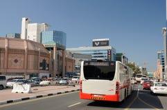 Escena de la calle en la ciudad de Dubai Foto de archivo libre de regalías