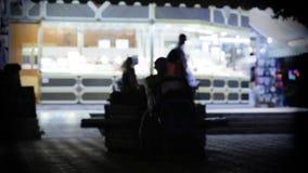 Escena de la calle en la noche almacen de metraje de vídeo