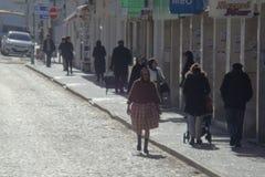 Escena de la calle en Nazare Portugal Fotos de archivo libres de regalías