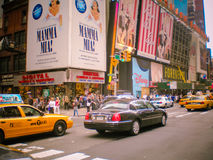 Escena de la calle fuera de la ciudad de radio Fotos de archivo