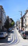 Escena de la calle de San Francisco - mirada de pistas largas de la tranvía foto de archivo libre de regalías