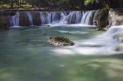 Escena de la cascada Foto de archivo libre de regalías