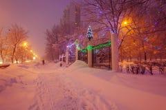 Escena de la ciudad del invierno de la noche Fotos de archivo libres de regalías