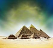 Escena de la fantasía de las pirámides de giza Foto de archivo libre de regalías