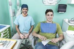 Escena de la forma de vida de la oficina del dentista desaturated fotos de archivo libres de regalías