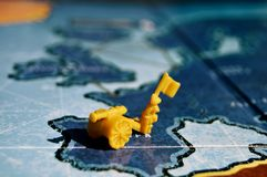 Escena de la guerra con un juego de mesa Fotos de archivo libres de regalías