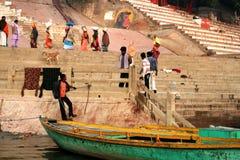 Escena de la mañana en el río de Ganges Imagen de archivo libre de regalías