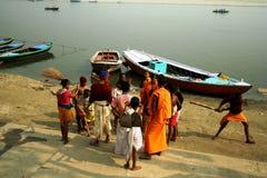 Escena de la mañana en el río de Ganges Foto de archivo libre de regalías