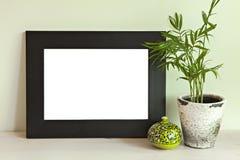 Escena de la maqueta con la pared verde Imagenes de archivo