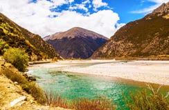 Escena de la meseta tibetana imagenes de archivo