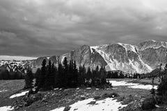Escena de la montaña del invierno Fotografía de archivo libre de regalías