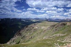 Escena de la montaña rocosa Fotos de archivo libres de regalías