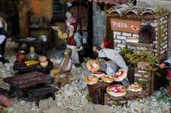 Escena de la natividad con la pizza imagenes de archivo