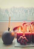 Escena de la Navidad con la luz ardiente Fotos de archivo libres de regalías