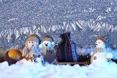 Escena de la Navidad con las decoraciones de los juguetes Años Nuevos de concepto del día de fiesta Foto de archivo libre de regalías