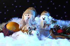 Escena de la Navidad con las decoraciones de los juguetes Años Nuevos de concepto del día de fiesta Fotos de archivo