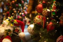 Escena de la Navidad en un fondo borroso foto de archivo libre de regalías