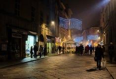 Escena de la noche adentro vía Farini, Parma, Italia fotografía de archivo