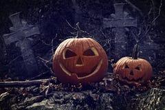 Escena de la noche con las calabazas de Halloween Fotografía de archivo libre de regalías