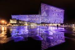 Escena de la noche de Harpa Concert Hall en Reykjavik Imagen de archivo