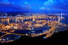 Escena de la noche de Hong-Kong de la terminal de contenedores fotos de archivo
