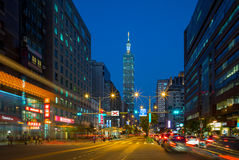 Escena de la noche de la ciudad de Taipei Fotos de archivo libres de regalías