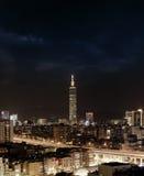 Escena de la noche de la ciudad en Taipei Imagen de archivo libre de regalías