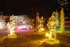 Escena de la noche de la escultura de hielo foto de archivo libre de regalías