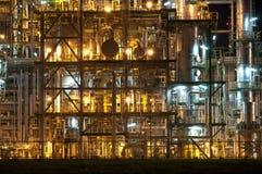 Escena de la noche de la fábrica de productos químicos Imagenes de archivo