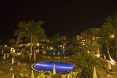 Escena de la noche de la piscina Fotografía de archivo libre de regalías