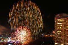 Escena de la noche de los fuegos artificiales de la Feliz Año Nuevo, río VI del paisaje urbano de Bangkok Imágenes de archivo libres de regalías
