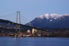 Escena de la noche de Vancouver céntrica Fotos de archivo libres de regalías
