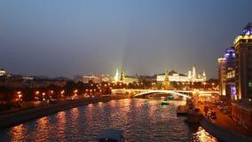 Escena de la noche de verano en Moscú Rusia almacen de video