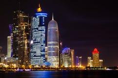 Escena de la noche del horizonte de Doha Imagen de archivo libre de regalías